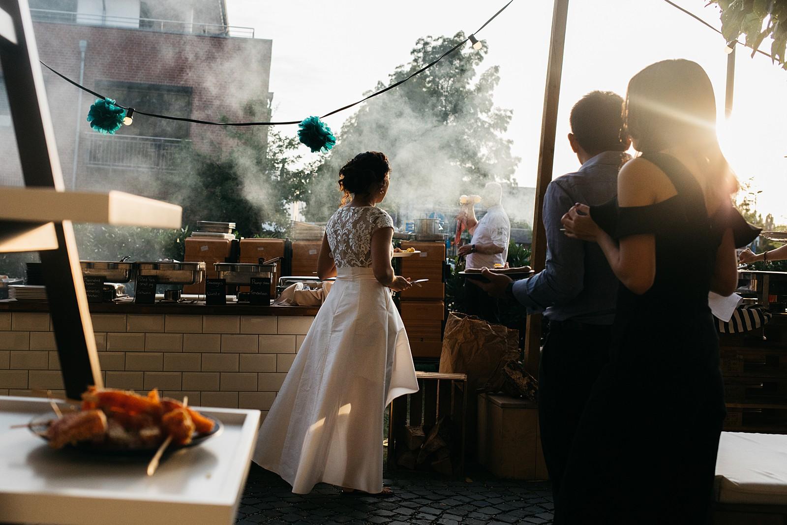 barbeque tijdens bruiloft