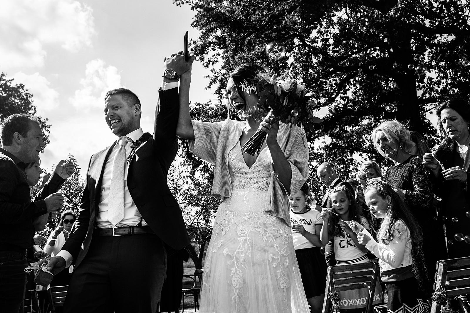 bruidspaar na de ceremonie