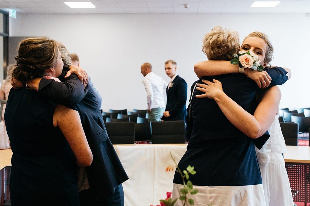 mijn favoriete documentaire foto's van 2019, knuffel tussen moeders en dochters