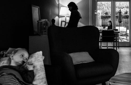 moeder en kinderen thuis